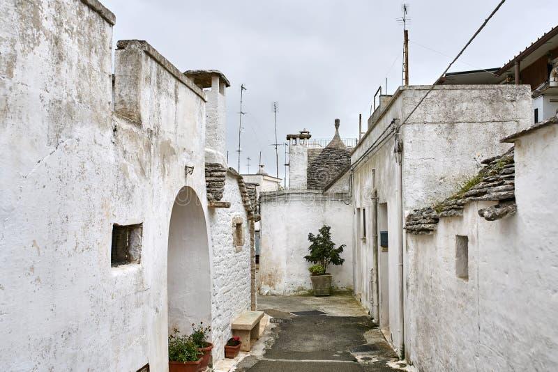 Starzy trulli domy w Alberobello miasteczku w Włochy fotografia stock