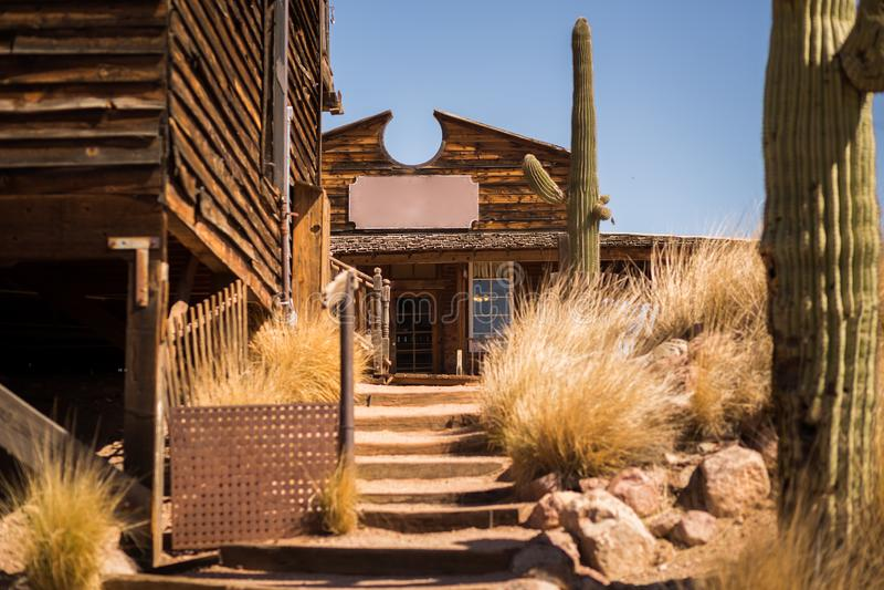 Starzy Zachodni Drewniani budynki w Goldfield kopalni z?otej miasto widmo w Youngsberg, Arizona, usa fotografia royalty free