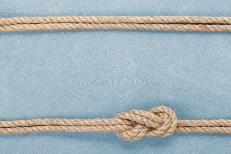 Statek linowa kępka na drewnianym tekstury tle zdjęcie stock