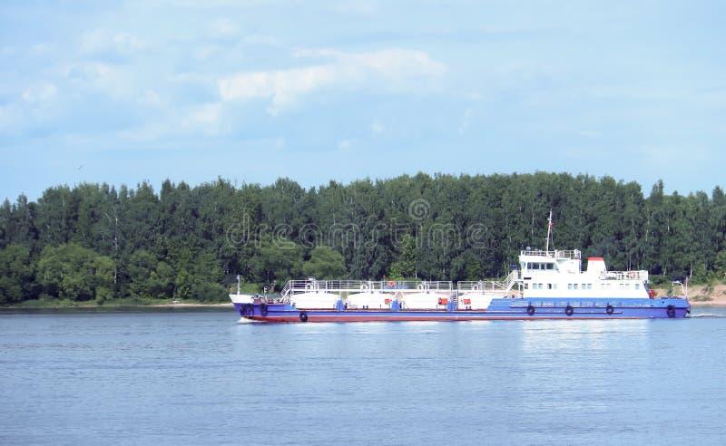 Statek na Volga rzece blisko Yaroslavl obrazy stock