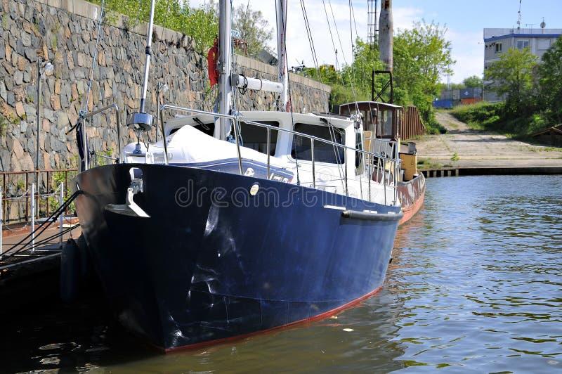 Statek przygotowywający żeglować obrazy stock