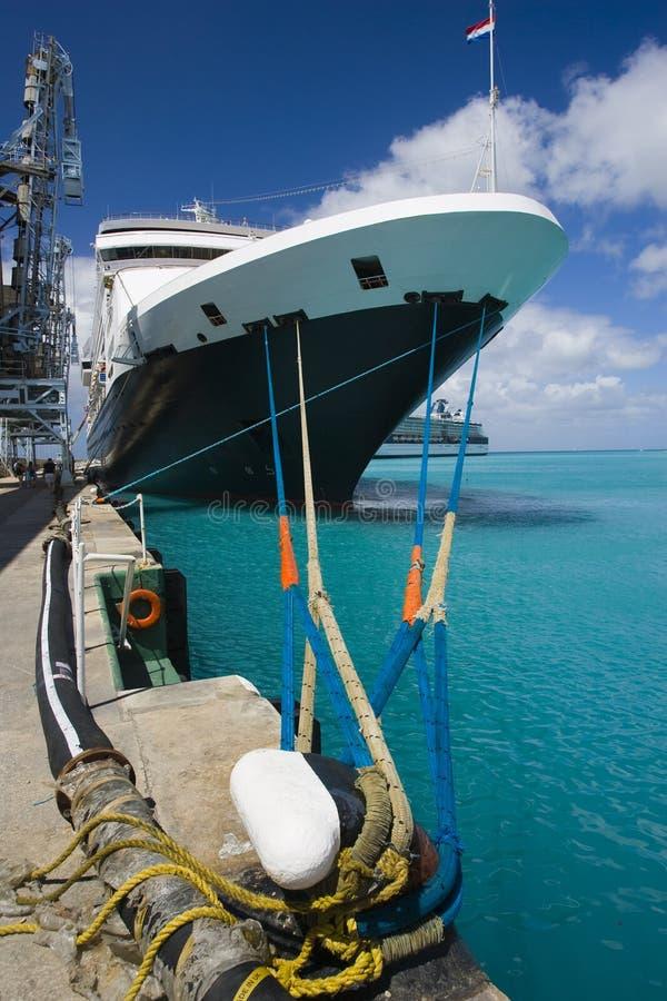 Download Statek wycieczkowy zdjęcie stock. Obraz złożonej z niebo - 8224938