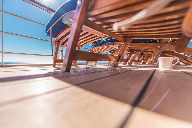 Download Statek Wycieczkowy Deckchairs Obraz Stock - Obraz złożonej z okrętowiec, rejs: 106917151