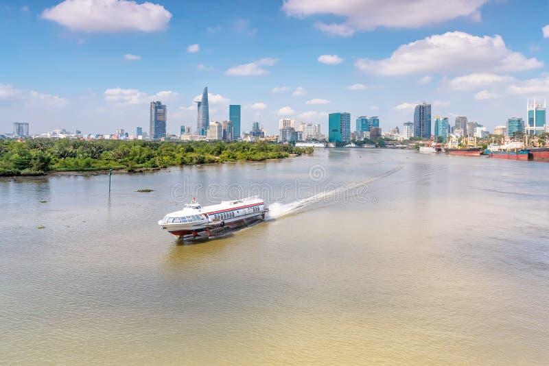 Statek wycieczkowy na Saigon rzece obrazy royalty free