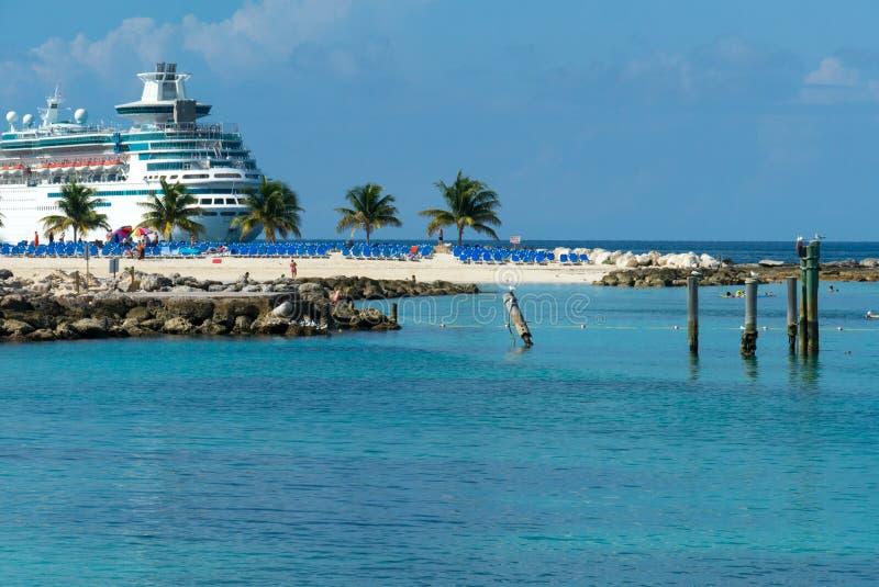 Statek wycieczkowy na wyspie obrazy stock
