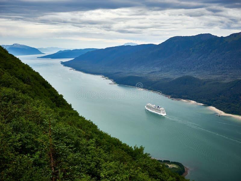Statek wycieczkowy opuszcza Juneau schronienie Alaska zdjęcia royalty free