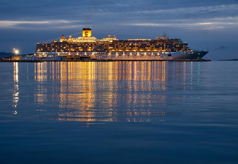 Statek wycieczkowy w dokach obraz royalty free