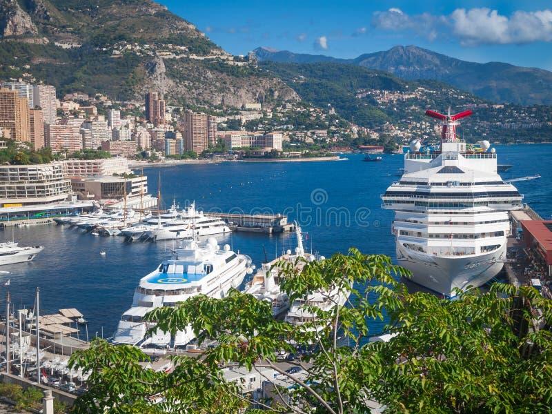 Statek wycieczkowy w porcie obrazy royalty free