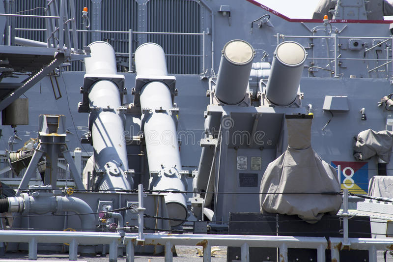 Προωθητές βλημάτων κρουαζιέρας καμακιών στη γέφυρα του καταστροφέα Αμερικανικού Ναυτικού κατά τη διάρκεια της εβδομάδας 2012 στόλο στοκ εικόνες