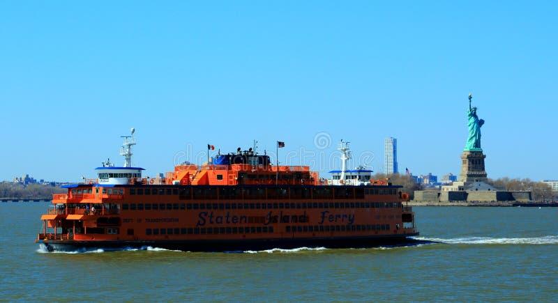 Staten Island Ferry & Standbeeld van Vrijheid, New York, de V.S. royalty-vrije stock foto
