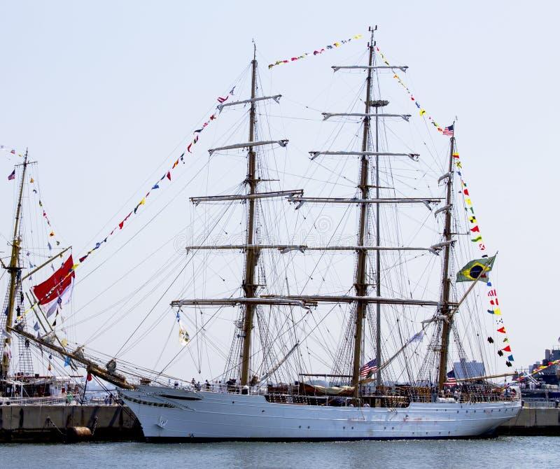 Le bateau grand brésilien Cisne Branco visite New York pendant la semaine 2012 de flotte photo libre de droits