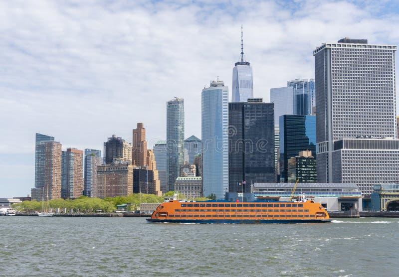 Staten Island promu odjeżdżanie od lower manhattan w Miasto Nowy Jork obraz royalty free