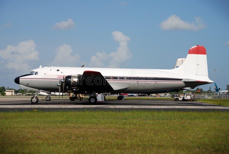 Stationäre Ladungflugzeuge stockbild