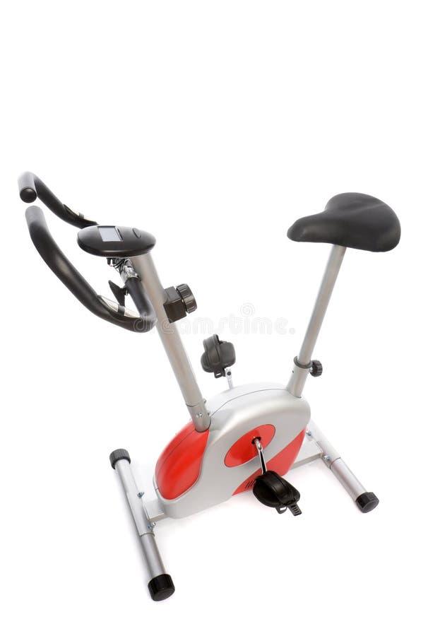 Stationäres Fahrrad an der Gymnastik stockfoto