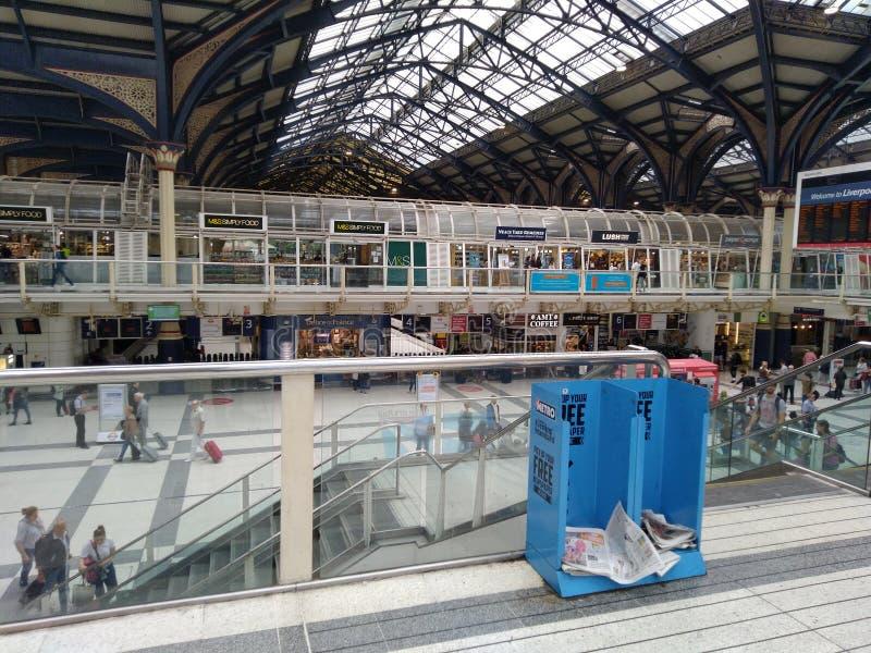 station ? la surface du sol Liverpool Londres Royaume-Uni de m?tro images stock
