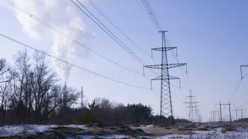 Station électrique avec la ligne électrique images libres de droits