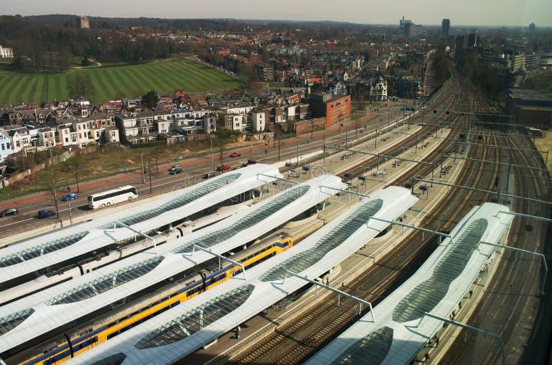 Station Arnhem som är centraal från över, Nederländerna royaltyfri fotografi