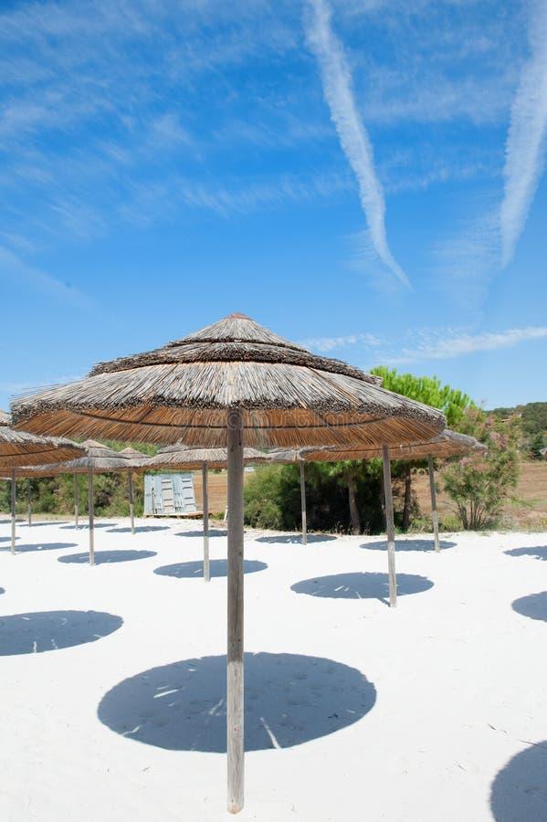 Download Station Balnéaire Vide Sous Le Ciel Bleu D'été Image stock - Image du plage, ressource: 76079637