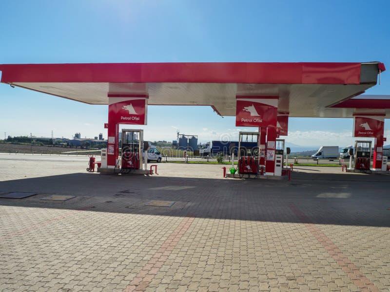 Station d'essence turque d'Ofisi d'essence sur la route d'Istanbul à la ville de Troie images libres de droits