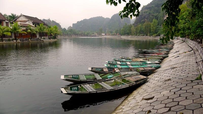 Station de bateau dans un moment tranquille photos libres de droits