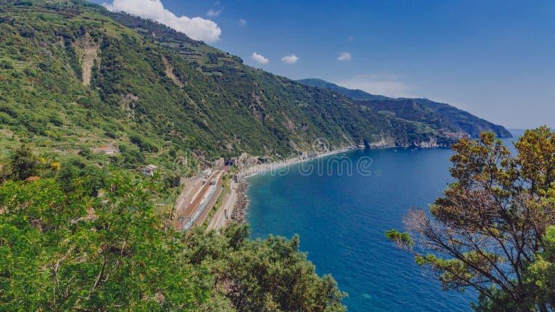 Station de côte et de train de Corniglia, Cinque Terre, Italie image libre de droits