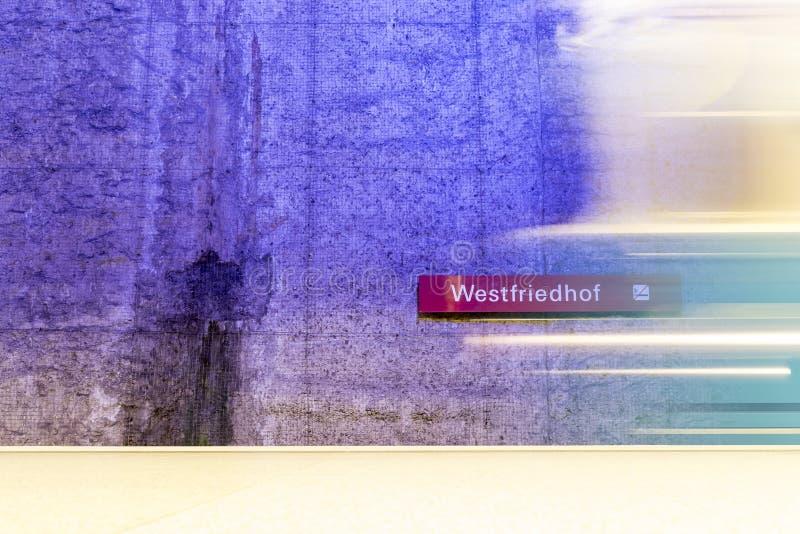 Station de métro de Westfriedhof photos stock