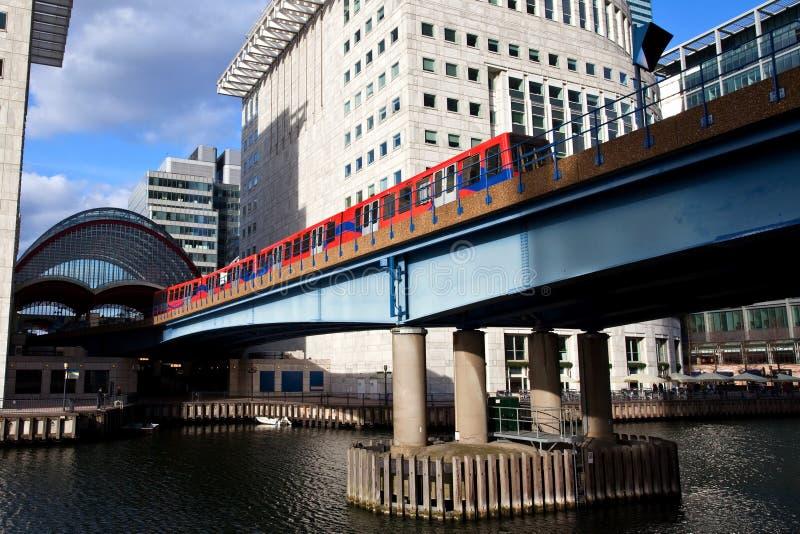 Station de métro jaune canari de quai Londres images stock