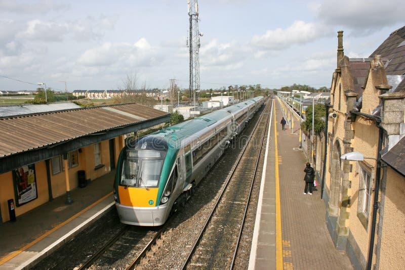 Station de Newbridge, Irlande, avril 2008, un service ferroviaire d'Iarnrod Eireann images stock