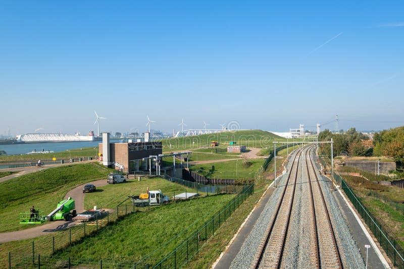 Station de pompage, chemin de fer et le canal, la voie d'eau de l'aucun photos libres de droits