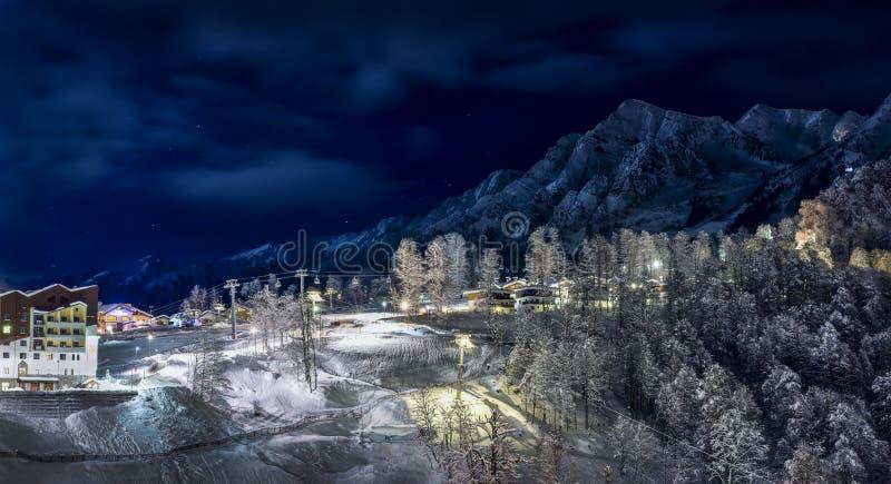 Station de sports d'hiver dans Krasnaya Polyana SOTCHI photographie stock libre de droits