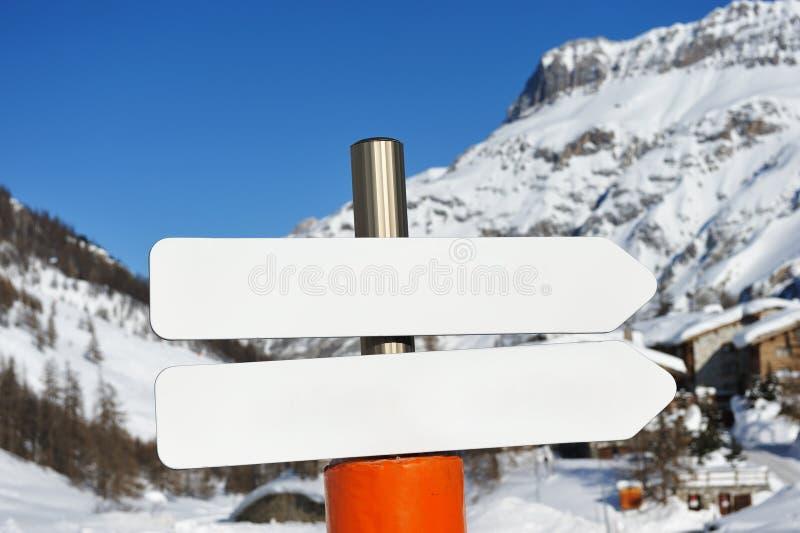 Station de sports d'hiver de montagne photographie stock