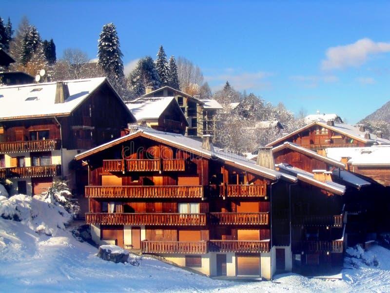 Station de sports d'hiver en France photo libre de droits