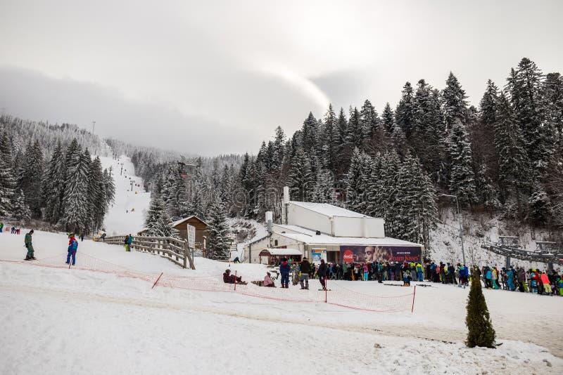 Station de sports d'hiver en Poiana Brasov, la Transylvanie, Roumanie - décembre 2018 photo libre de droits