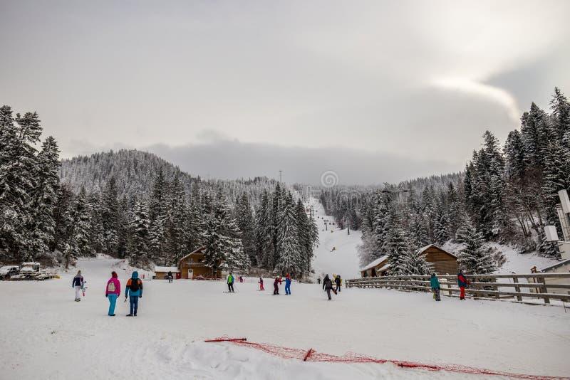 Station de sports d'hiver en Poiana Brasov, la Transylvanie, Roumanie - décembre 2018 images libres de droits