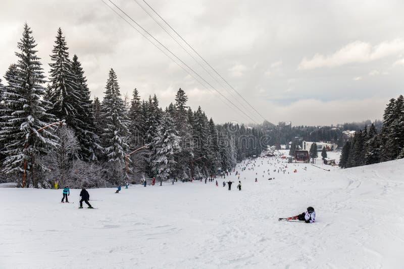 Station de sports d'hiver en Poiana Brasov, la Transylvanie, Roumanie - décembre 2018 images stock