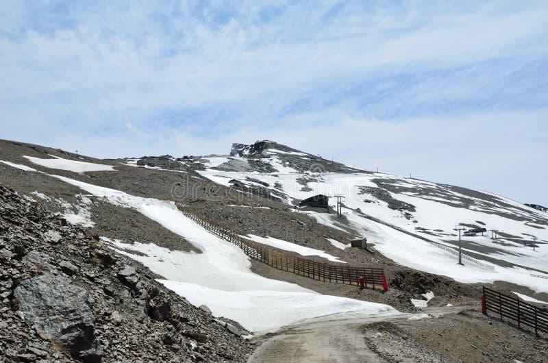 Station de sports d'hiver espagnole au printemps, Veleta photo stock
