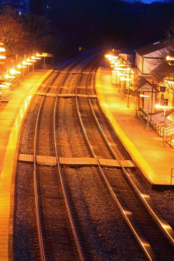 Station de train au crépuscule image libre de droits
