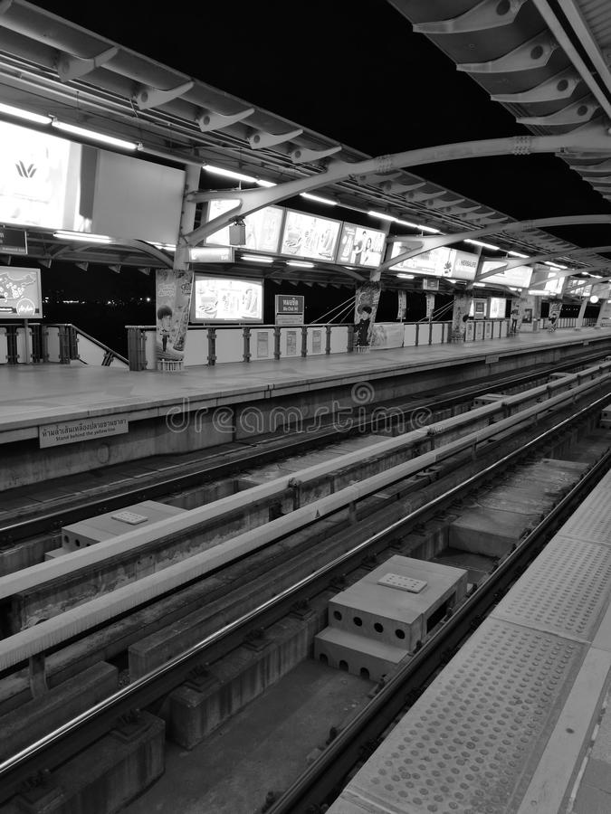 Station de train de ciel photographie stock