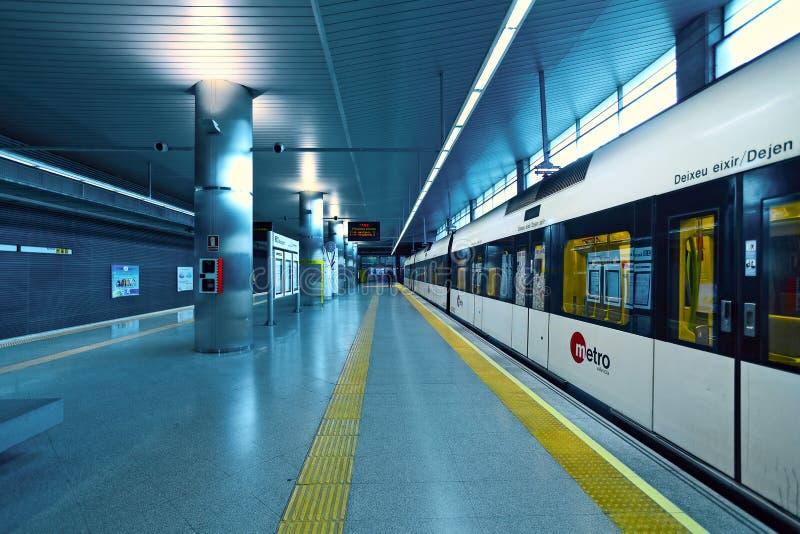 Station de train de Metrovalencia dans l'aéroport. photos stock