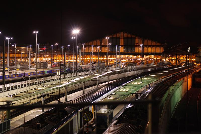 Station de train Gare du Nord la nuit, Paris photos libres de droits
