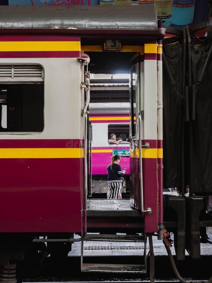 Station de train Hua Lamphong, vie de personnes image libre de droits