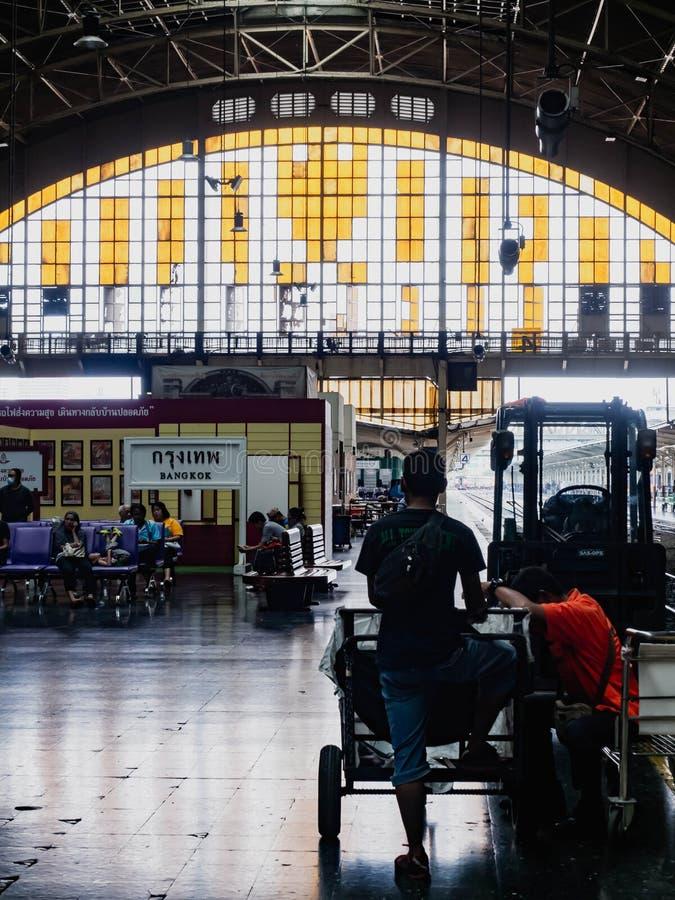 Station de train Hua Lamphong, vie de personnes photographie stock