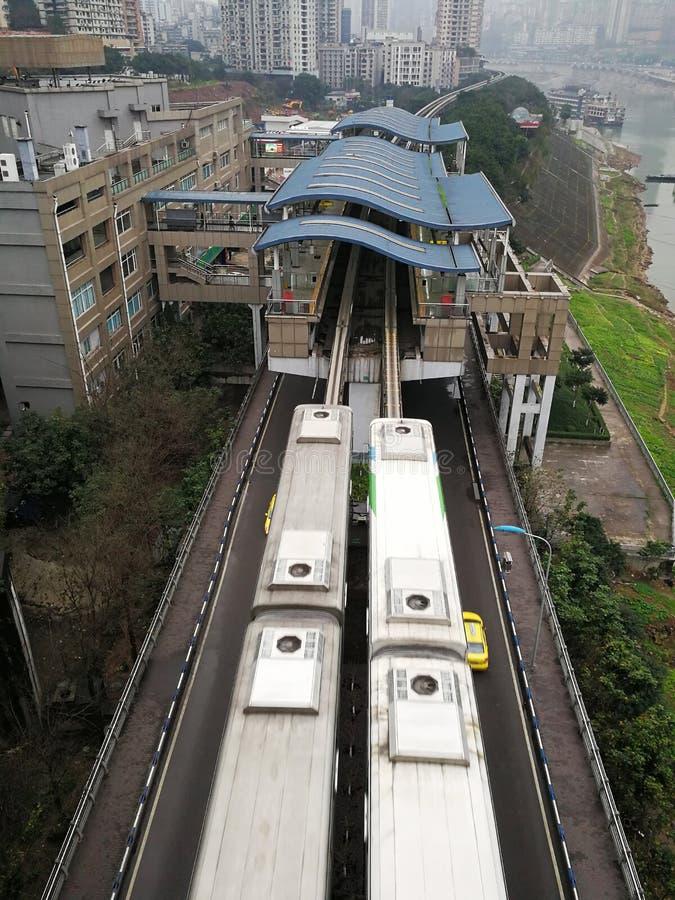 Station de train de rail et train légers image stock
