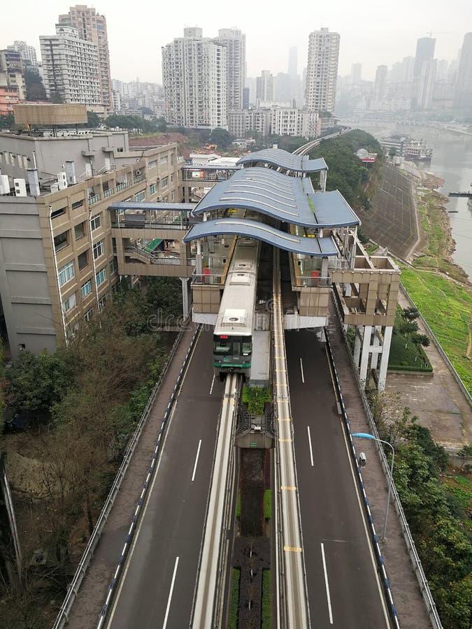 Station de train de rail et train légers photographie stock