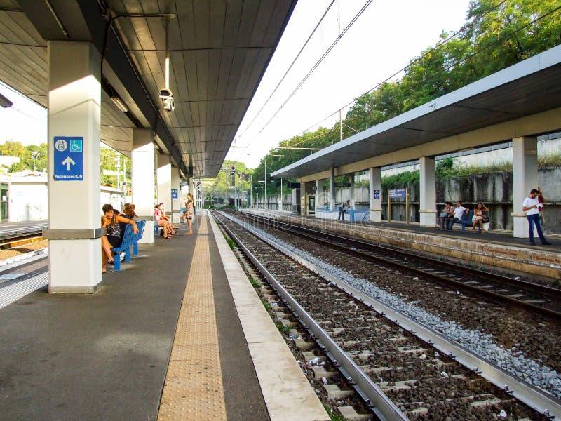 Station de train de Roma San Pietro en Italie photos stock