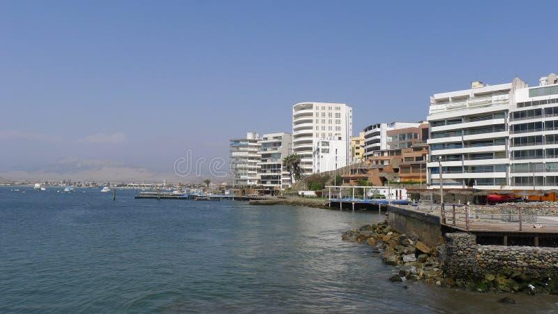 Station de vacances d'Ancon au nord de Lima, Pérou photos stock