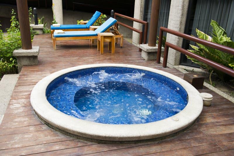 Station de vacances d'hôtel de luxe et station thermale de l'eau de baquet chaud image stock