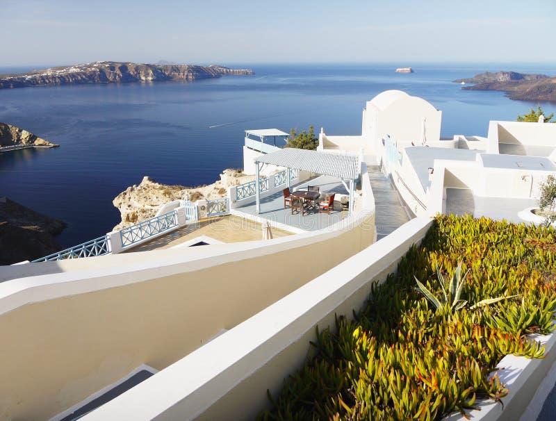 Station de vacances d'hôtel de plage, île de Santorini photo stock