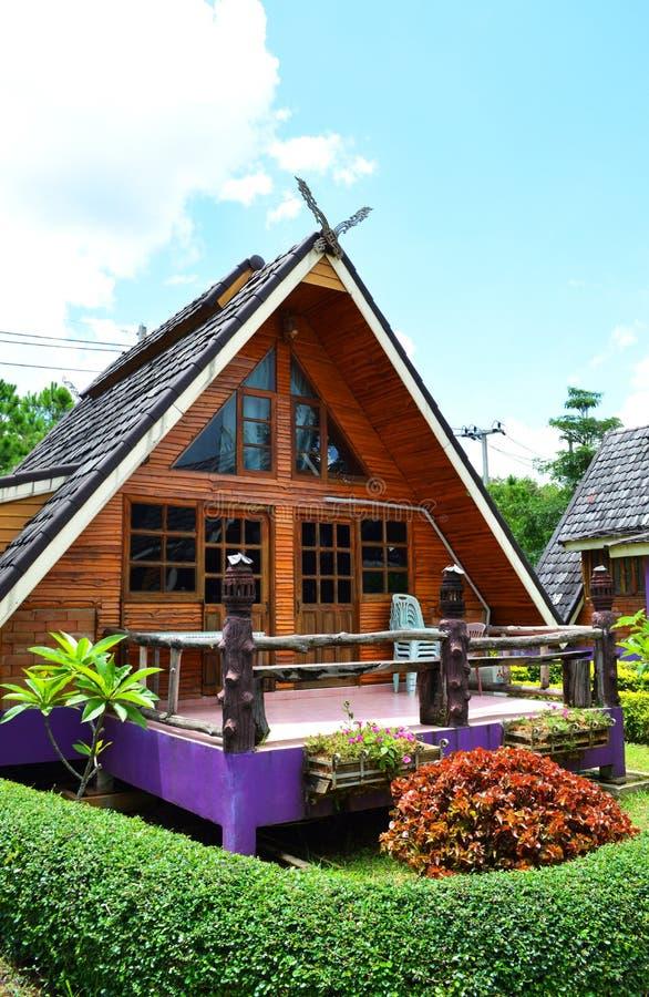 Station de vacances dans un jardin images libres de droits