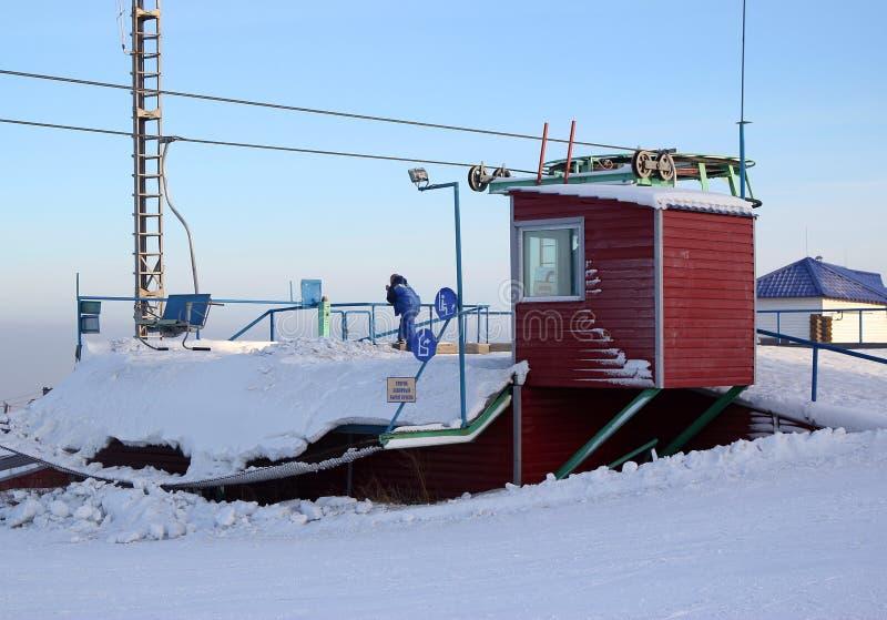 Station der Ausschiffung der Passagiere auf einer hängenden Drahtseilbahn lizenzfreie stockfotos